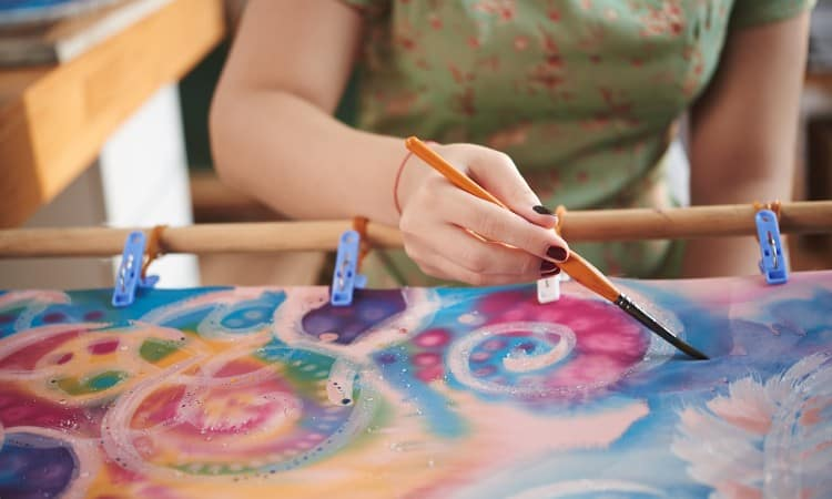 How to paint fabric with acrylic paint